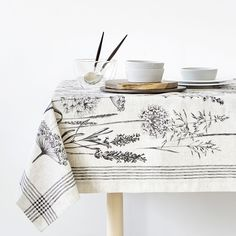 Zara Home New Collection Zara Home, Loom Love, Kitchen Linens, Linen Tablecloth, Table Covers, Diy Projects To Try, My Room, Printed Cotton, Napkins