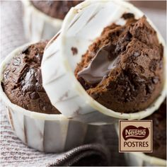 chocolate muffins :L Chocolate Nestle, Chocolate Desserts, Chocolate Cupcakes, Sweet Recipes, Cake Recipes, Dessert Recipes, Mini Cakes, Cupcake Cakes, Delicious Desserts