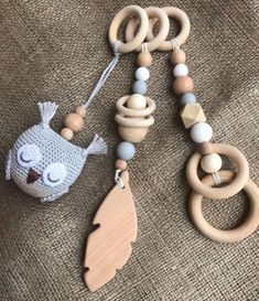 Wooden Feather, Owl Feather, Feather Ring, Wood Baby Gym, Diy Baby Gym, Crochet Baby Toys, Baby Knitting, Wooden Baby Rattle, Play Gym