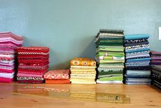 """Just in time for reloading my fabric hutch shelves! How to """"Ruler Fold"""" fabric for a uniform-looking fabric stash. Quilting Room, Quilting Tips, Quilting Tutorials, Sewing Tutorials, Sewing Crafts, Sewing Projects, Sewing Tips, Free Tutorials, Quilting Fabric"""