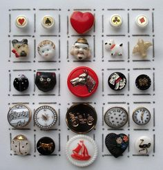 25 SMALL VINTAGE GLASS BUTTONS / REALISTIC & PICTURE