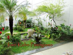 Jardim em estilo tropical com lago e plantas aquáticas    Visite no blog: www.ivanikubo.blogspot.com