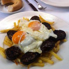 Revuelto de huevos y morcilla de Burgos