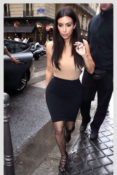 Kim Kardashian shows off her curves in a form-fitting ensemble while grabbing a bite to eat at one of her favorite spots Ferdi on Tuesday (May in Paris, France. Kim K Style, Her Style, Style Hair, Sexy Bikini, Look Kim Kardashian, Kardashian Fashion, Nude Tops, Summer Outfits, Cute Outfits