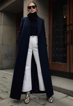 White Jeans -street style - How to wear white jeans, flared jeans with a long black coat, perfect for winter - La Selectiva Source by laselectiva. Winter Date Outfits, Jeans Outfit Winter, Winter Fashion Outfits, Look Fashion, White Jeans Winter, Date Outfit Fall, Cozy Outfits, Woman Fashion, Latest Fashion