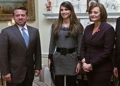 Rainha Rania da Jordânia: ela é muito bonita, RAINHA (luxo total!), tem uma família linda e, como se não bastasse, é uma mulher extraordinária e humanitária. Vai completar 40 anos dia 31 de agosto e é casada com o Rei Abdullah II da Jordânia. É considerada uma das 100 mulheres mais poderosas e influentes do …