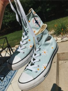 Discover recipes, home ideas, style inspiration and other ideas to try. Mode Converse, Converse Shoes Outfit, Aesthetic Shoes, Hype Shoes, Fresh Shoes, Painted Shoes, Custom Shoes, Custom Converse Shoes, Converse Design