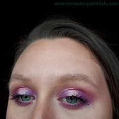 Hey, I hope everyone is doing well. For this weeks tutorial I am doing an easy halo eyeshadow look. It's a cute makeup look and perfect f... Summer Eyeshadow, Bright Eyeshadow, White Eyeshadow, Eyeshadow For Brown Eyes, Eyeshadow Looks, Glitter Makeup Looks, Red Lips Makeup Look, Cute Makeup Looks, Purple Eye Makeup