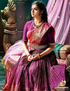 Keerthi Suresh as Mahanati Savitri latest photos Half Saree Designs, Blouse Designs, Blouse Patterns, South Indian Bride, Indian Bridal, Indian Actress Gallery, Most Beautiful Indian Actress, Beauty Full Girl, Indian Beauty Saree