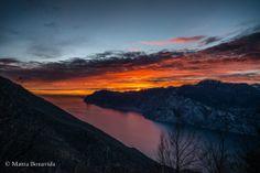Rimanere a bocca aperta sul Lago di Garda? E' facilissimo... non credete? #LagoDiGarda #VisitLagoDiGarda #TramontiLagoDiGarda #TramontiSulGarda [#foto Mattia Bonavida - » The world through a lens.]