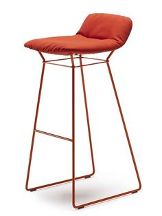 High upholstered sled base stool LEYA @freifraumoebel