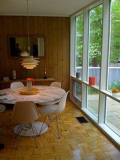 Mid-century Modern window scene – Home Design Arts Home, Furniture Design Chair, House Design, Mid Century Modern Dining, Mid Century Design, Modern Windows, Mid Century Decor, Midcentury Modern Dining Chairs, Retro Home Decor