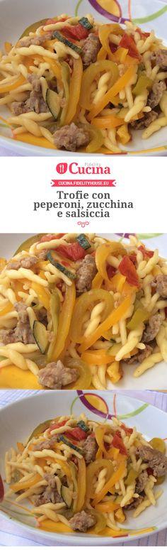 Trofie con peperoni, zucchina e salsiccia