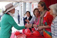 La Infanta Elena presidió la mesa de cuestación de Caritas. 26-05-2016