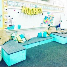 Off the Shore Reading Area for students Shorter seats are liftable and used for supplies storage and higher seating is used for storing booking underneath. First Grade Classroom, Classroom Setting, Kindergarten Classroom, School Classroom, Future Classroom, Classroom Reading Area, Classroom Layout, Classroom Design, Classroom Themes