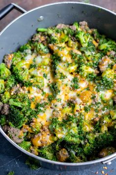 This Low Carb Ground Beef and Broccoli Recipe takes less than 30 minutes to make, tastes fantastic and is Keto friendly. This is a great low carb dinner or lunch and reheats well for meal prep. Ground Beef And Broccoli, Healthy Ground Beef, Broccoli Beef, Beef Recipe Low Carb, Healthy Beef Recipes, Pork Recipes, Easy Recipes, Chicken Recipes, Diet Recipes