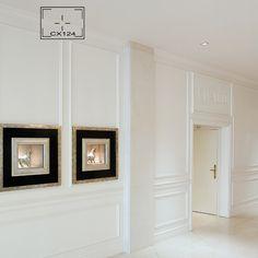 Cornijas são molduras decorativas sobrepostas e salientes que rematam uma parede, porta, lareira ou um móvel. As cornijas variam com os estilos (Dicionário de artes decorativas & decoração de interiores)