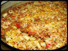 Υλικά: 500γρ κιμά μοσχαρίσιο 350γρ κοφτό μακαρονάκι 1 μεγάλο ξερό κρεμμύδι τριμμένο 2 σκελίδες σκόρδο λιωμένο 200γρ τυρί τριμμέν... Greek Recipes, Diet Recipes, Recipies, Cooking Recipes, The Kitchen Food Network, Food Network Recipes, Lasagna, Macaroni And Cheese, Menu