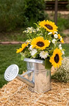 Sunflower wedding decor ideas / http://www.himisspuff.com/country-sunflower-wedding-ideas/3/