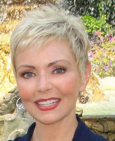 Best Picture For short grey hair dark roots For Your Taste You are looking for something, and it is Short Spiky Hairstyles, Short Choppy Hair, Short Grey Hair, Mom Hairstyles, Short Hairstyles For Women, Short Hair Styles, Black Hair, Short Pixie, Pixie Haircuts