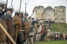 Viking re-enactors take part in a mock battle during the JORVIK Viking Festival in York. Viking Shield, Viking Warrior, Viking Age, Norman Knight, Vikings Time, Viking Character, Visit York, Nordic Vikings, Renaissance
