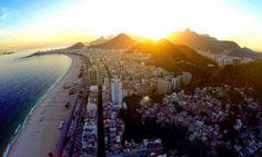 Pôr-do-sol na Praia de Copacabana, no Rio de Janeiro Foto: @snapair/Reprodução