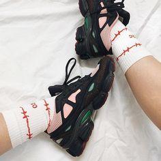 Sneakers women - adidas x Raf Simons (IG©masha_medusa) Adidas Sneakers, Shoes Sneakers, Sneakers Women, Baskets, Space Fashion, Raf Simons, Nike Huarache, Fashion Boots, Adidas Women