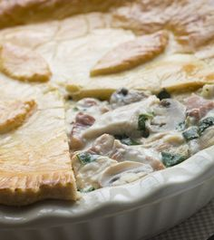 Savory Mushroom Pie Recipe with Bacon and Swiss Cheese Chicken Pot Pie Crust, Chicken And Mushroom Pie, Turkey Pie, Wine Recipes, Cooking Recipes, Cooking Food, Bacon Pie, Good Food Channel, Pie Crust Recipes