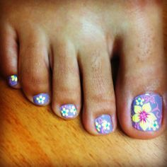 Just got a new pedicure and love my toe nails :)