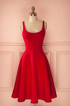 Lucinde Rubis --- Stunning red dress with princess seams and full circle skirt! Grad Dresses, Casual Dresses, Short Dresses, Fashion Dresses, Summer Dresses, Formal Dresses, Dresses Dresses, Pretty Dresses, Beautiful Dresses