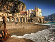 #Napoli: vola e scopri una tra le più affascinanti città italiane! 📌 Fly and visit Naples, one of the most attractive italian cities! #Alitalia #destination #fly #travel #discover #airplane #italy