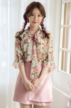 Lace-Trimmed Pussy Bow Blouse You can collect images you discovered organize them, add your own ideas to your collections and share with other people. Cute Spring Outfits, Girly Outfits, Cute Outfits, Bow Blouse, Blouse And Skirt, Floral Blouse, Cute Asian Fashion, Korean Fashion, Female Fashion