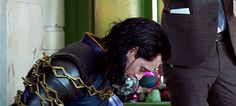 Between takes Tom Hiddleston as Loki Loki Thor, Tom Hiddleston Loki, Marvel Avengers, Loki Gif, Loki Laufeyson, Bucky Barnes, Benedict Cumberbatch, Sebastian Stan, Loki Cosplay