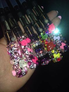 customized vape pens blinged with all Swarovski crystals vape comes with charger and atomizer tank. customs welcome 18 and older please battery siz. Hookah Pen, Vape Smoke, Battery Sizes, Smoking Accessories, Swarovski Crystals, Girly, Bling, Pure Products, Charger