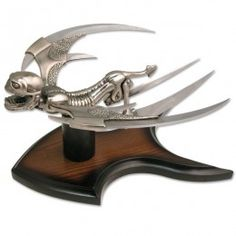 http://www.battleorders.co.uk/knives/displayknives/night-glider-fantasy-knife-display-10-75-overall-mc-2052s.html