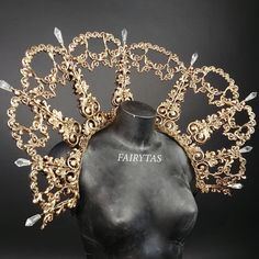 Gold baroque collar with crystals ✨ Happy New Year everyone! Thank you so much for supporting fairytas this year❤ and all the kind and inspirational comments and messages. I wish you all a creative and magical 2019 filled with love and. Jewelry Accessories, Fashion Accessories, Bridal Accessories, Princess Aesthetic, Fantasy Costumes, Fancy, Fantasy Jewelry, Character Outfits, Mode Inspiration