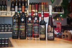 Roadtrip gustatif au Saguenay: vin Lac Saint Jean, Canada Travel, Wine, Drinks, Bottle, Red Wine, Drinking, Beverages, Flask