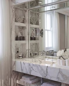 throwbackthursday to this marble bathroom we designed 4 years ago in a Belgravia townhouse interiordesign luxuryhomes interiorarchitecture luxuryhomes laurahammett 499758889895791211 Ensuite Bathrooms, Dream Bathrooms, Beautiful Bathrooms, Small Bathroom, Marble Bathrooms, Luxury Bathrooms, Marble Bathroom Counter, Bathroom Design Luxury, Modern Luxury Bathroom