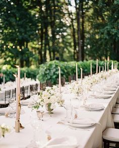 """Meredith and Tyler's guests were treated to one of the most beautiful settings in Oregon. Who wouldn't want to be dining with your nearest and dearest, while surrounded by grape vines?! 🌿Absolutely in love with this timeless and romantic aesthetic. SO. MUCH. BEAUTY. to share soon! . . . . . Venue @vistahillsvineyard Planning @j29events @michelledavisdesigns Florals @seventhstem Linens @latavolalinen Catering @whitepepperpdx MUAH @blossomandbeauty Signage @hey.halle Rentals @thepartyplace…"