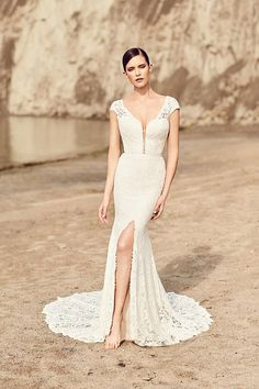 Tendance Robe du mariage V-Neck Mermaid Wedding Dress with Plunging Neckline and Cap Sleeves Spring 2017 Wedding Dresses, Gold Prom Dresses, Wedding Dress Trends, Cheap Prom Dresses, Bridal Wedding Dresses, Wedding Dress Styles, Lace Wedding, Spring Wedding, Mermaid Wedding