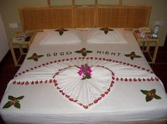 Maldives Complete - Home Romantic Room Surprise, Romantic Night, Towel Origami, Fabric Origami, Romantic Valentines Day Ideas, Towel Animals, How To Fold Towels, Decorative Towels, Heart Decorations