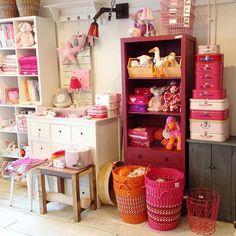 Meisjes ..... #viacannellacuijk #roze #oranje #knuffels #kinderkamer #babykamer #baby