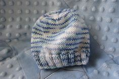 baby hat - this one was super easy. Lots of sizes offered, so I'll probably come back to this one! (Using Cat 4 yarn, I had trouble keeping all my stitches on 3 dpns. - Crochet and Knit Baby Hat Knitting Patterns Free, Baby Hat Patterns, Baby Hats Knitting, Knitted Hats, Newborn Knit Hat, Free Pattern, Charity Knitting, Free Knitting, Crochet Patterns