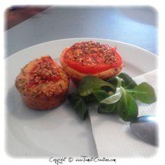 Cupcakes salés: jambon/fromage/champignons parsemé de basilic et de sésame :)