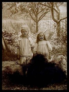 Creepy-Vintage-Halloween-Photo-06.jpg