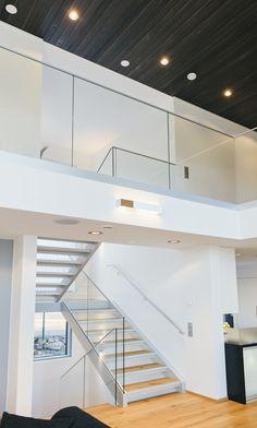 Yksityisasuntoon toteutettu porras ja kaidekokonaisuus. #habitare2015 #design #sisustus #messut #helsinki #messukeskus