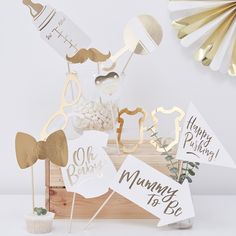 Lovely white and gold baby shower photo props from partydelights.co.uk. Perfect for anyone setting up a baby shower photo booth or just planning a celebration for the mum-to-be!
