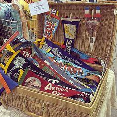 Vintage souvenir pennants available on Etsy (www.thatgypsysoul.etsy.com) #americana #pennants #souvenirs #roadtrips #vintagedecor #vintagestyle #picnicbasket