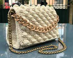 Dusty pink crochet bag Cross body T-shirt yarn bag Vegan Yarn Bag, Diy Handbag, Crochet Handbags, T Shirt Yarn, Crochet Slippers, Crochet Designs, Handmade Bags, Small Bags, Hand Knitting