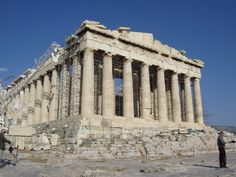 As colunas totalmente modulares e com sete metros de altura, estavam dispostas, seguindo uma série de princípios arquitetônicos que se repetiria milhares de anos depois, no Pathernon